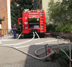 Föld alatti tűzcsapról tűzotógépjármű táplálása